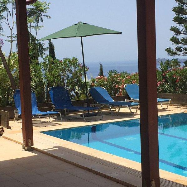 Anemospito Appartement privé zwembad zeezicht, location de vacances à Kokkinos Pirgos