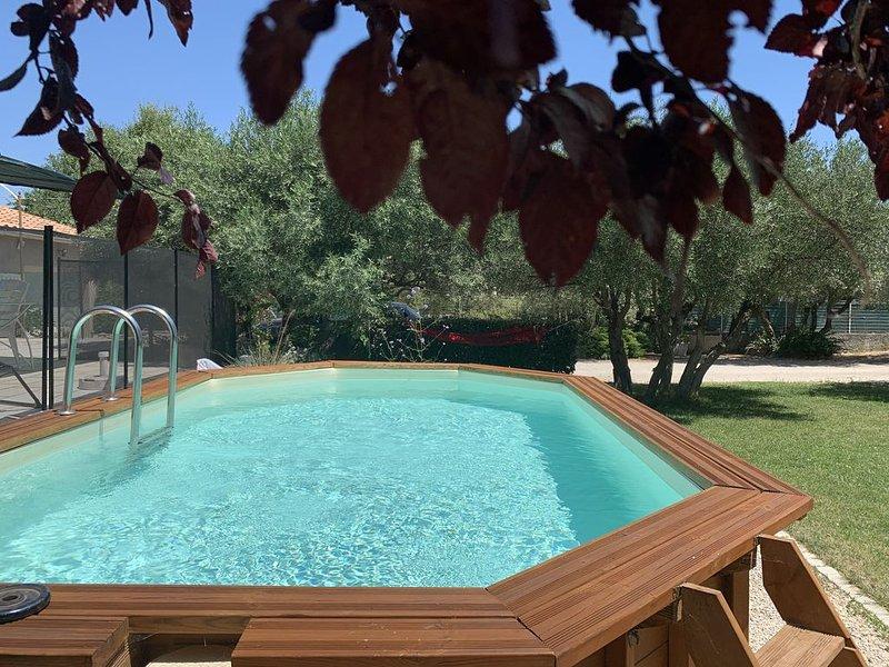Villa dans une impasse ,au calme, tres bien située avec piscine privée, holiday rental in Saze
