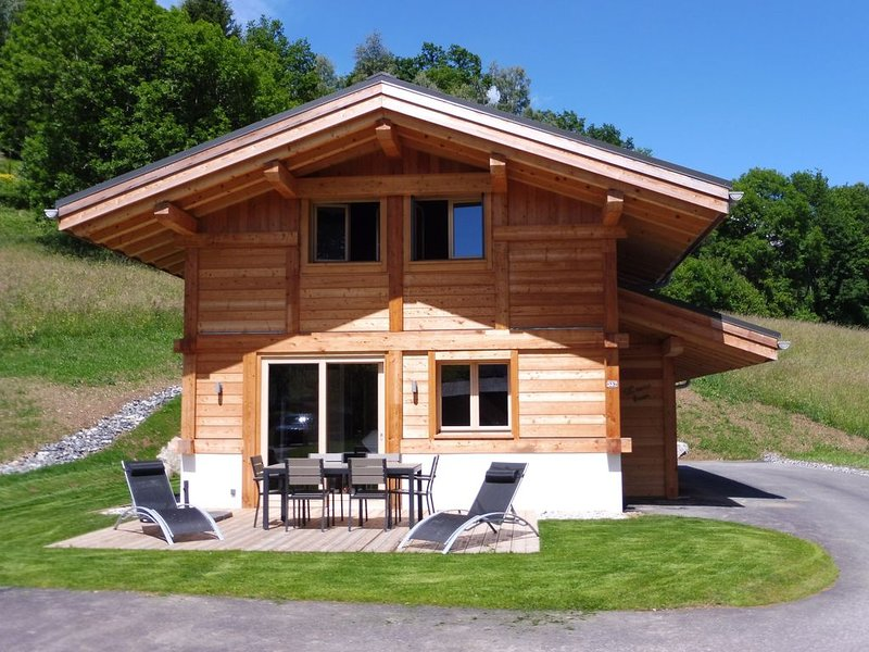 Chalet individuel 'L'ours brun', 6 personnes, face au Mont-Blanc, holiday rental in Domancy
