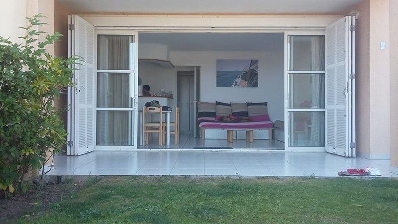 Appartement 5 pers. avec jardin vue mer et Esterel, vacation rental in Antheor