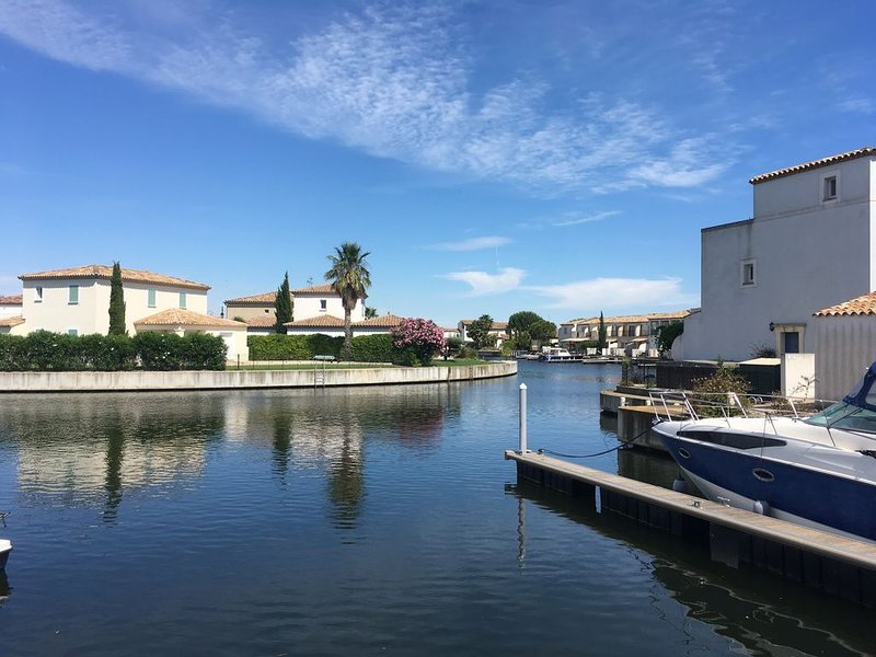Marina 120m²/8 pers/ terrasse 100m²/ appontement, vacation rental in Aigues-Mortes