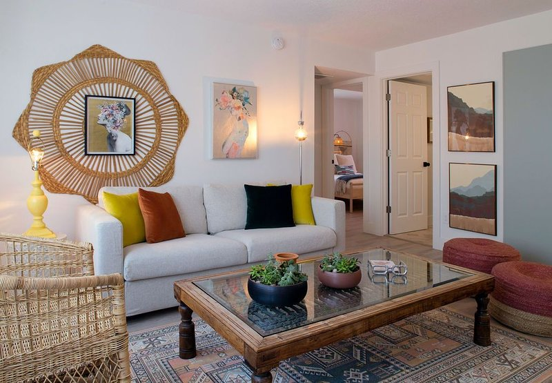 2 Bedroom 2 Baths Eclectic Modern Apartment - We Are Peaceful, alquiler vacacional en South Pasadena