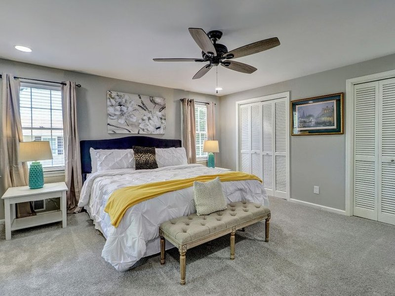 Dunwoody Gem!  5 bedroom!  Sleeps 11  lb, vacation rental in Norcross