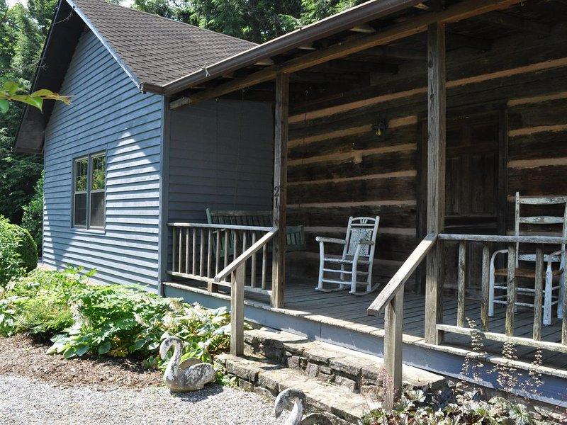 1850s log cabin, summer house/gazebo, gardens! 1 mile to downtown Weaverville, holiday rental in Weaverville