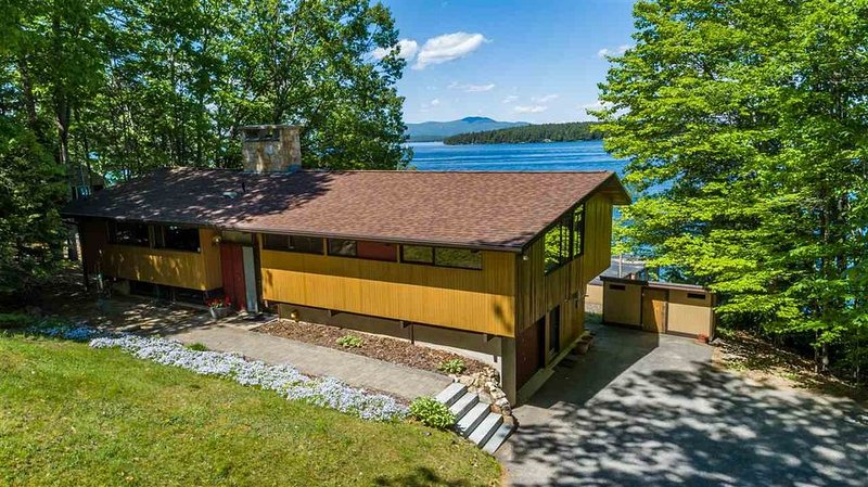 HAM148W - Magnificent Waterfront Home, Lake Winnipesaukee!, vacation rental in Gilford