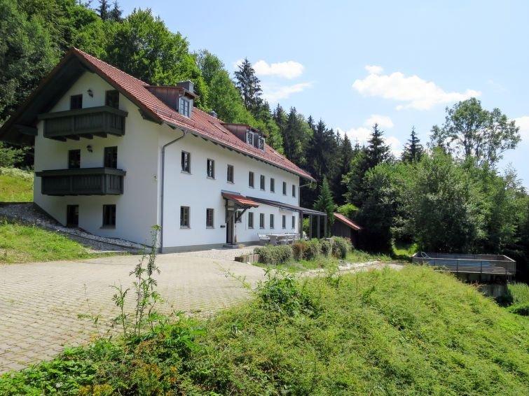 Ferienhaus Kreuzbuche (VIE105) in Viechtach - 25 Personen, 8 Schlafzimmer, holiday rental in Tresdorf