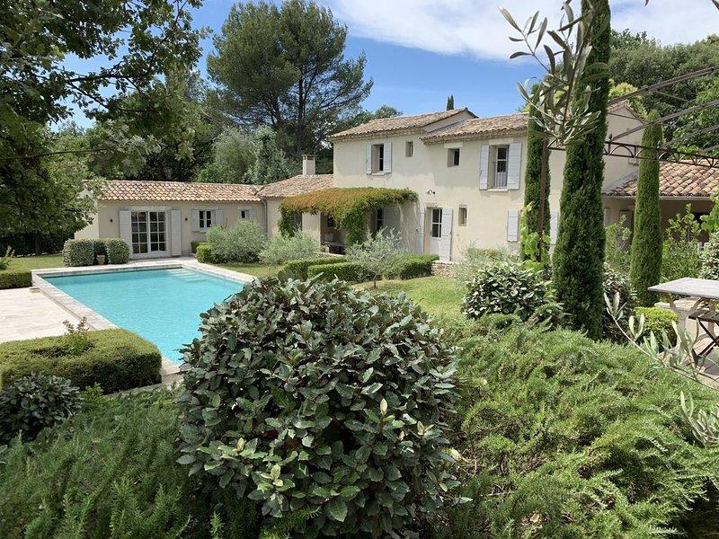 Mazet old with pool - Saint-Antoine - L'Isle-sur-la-Sorgue - Pous Rouman, holiday rental in Velleron