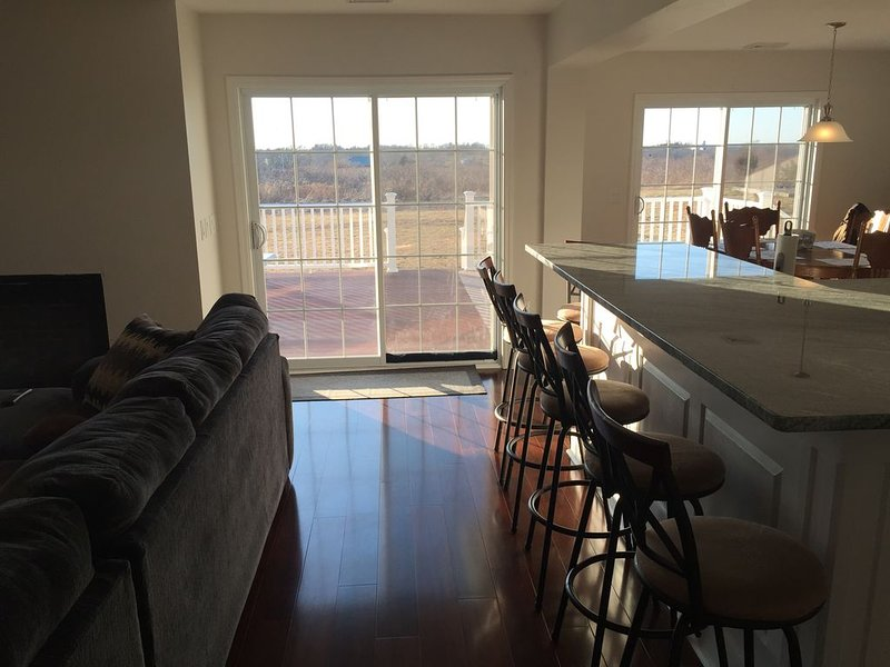 NEW Rental - Spacious private home with new appliances, furniture, floors & deck, holiday rental in Middletown