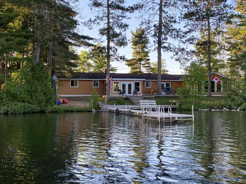 Escape To The Lake With All The Comforts Of Home!, holiday rental in Little Lake