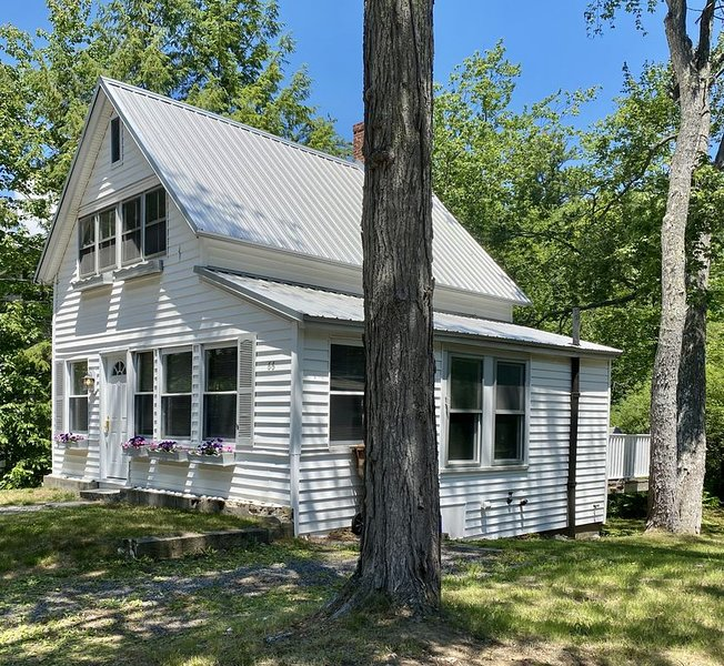 OCEAN PARK-Cozy Cottage~Ocean Breezes~Set in the Pines, alquiler de vacaciones en Biddeford Pool