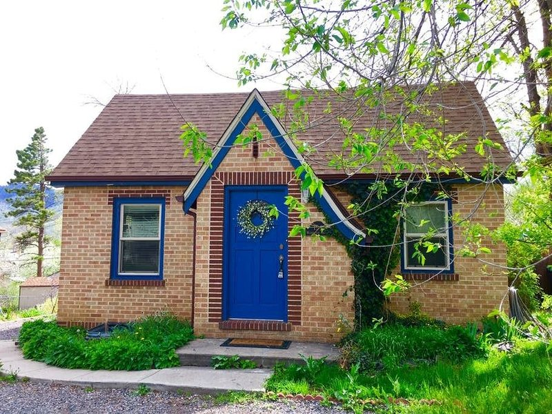 Charming historic brick bungalow within walking distance to beautiful downtown Golden, Colorado