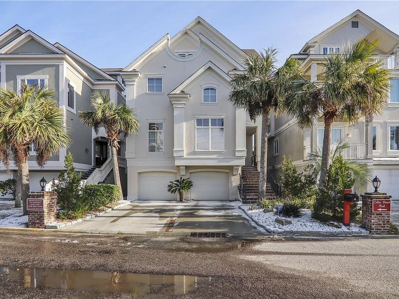 6BR Oceanfront Home w/Private Pool, Elevator & More! Ask about 15-25%!!, location de vacances à Bluffton