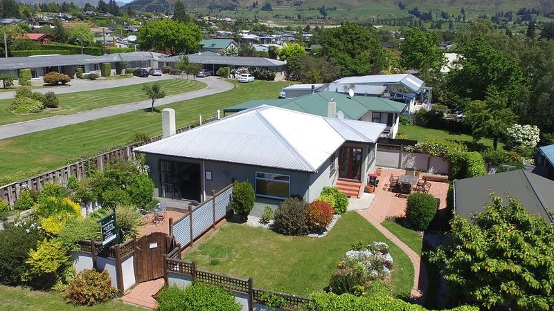 Helwick Cottage, Central Wanaka. Very private, holiday rental in Queensberry