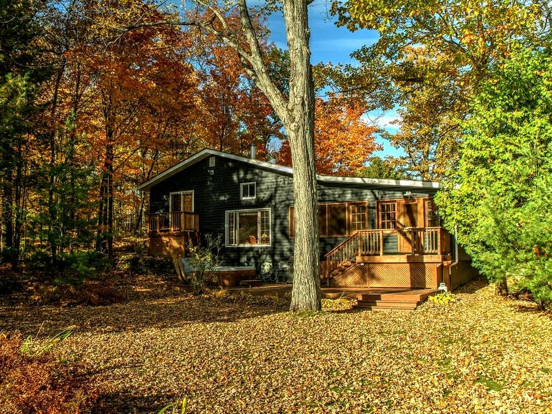 Celebrate Everything - A Muskoka Beauty | 1,800sqf plus bunkie & dry boathouse, vacation rental in Muskoka Lakes