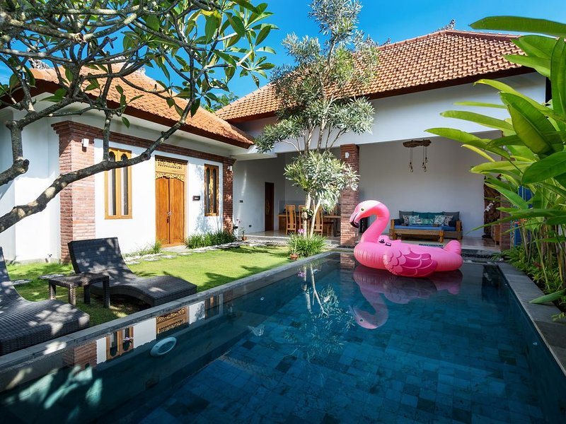 Bijia Villa 3BR w Private Pool - Quiet Luxury Retreat Surrounded by Nature, holiday rental in Singakerta