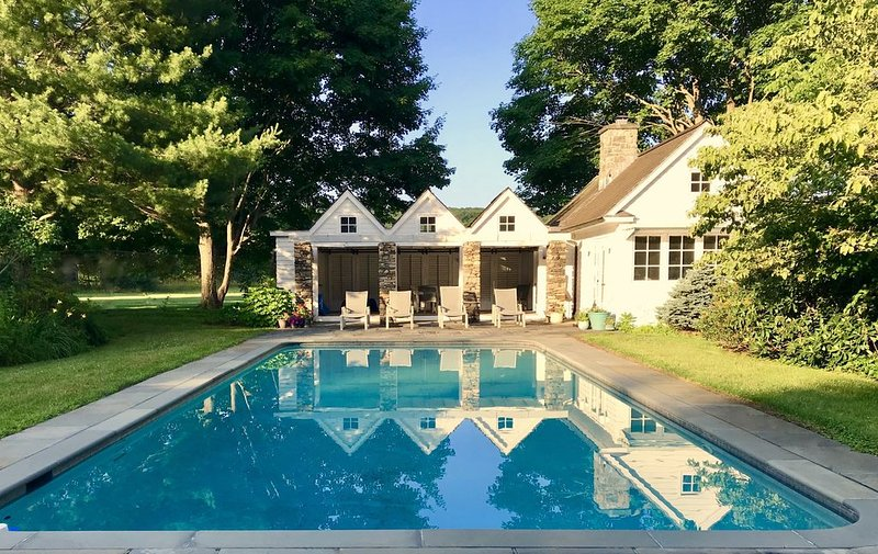 Award Winning Private Pool House on Spectacular Historic and Rare 24-Acre Estate, location de vacances à North Salem