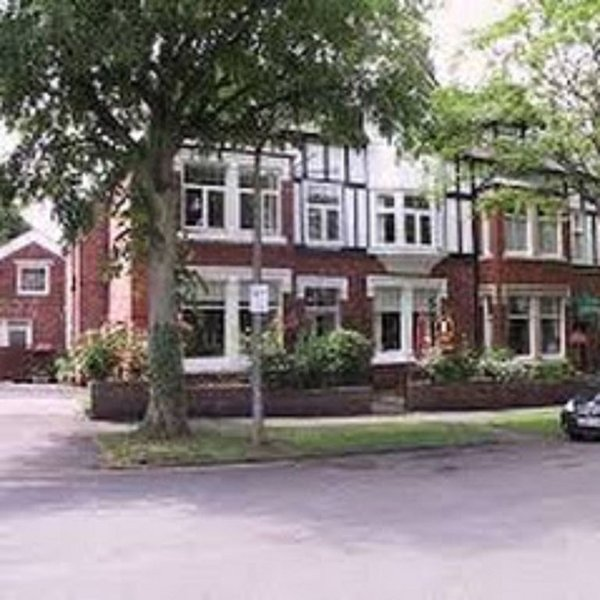 Lovely period home, Spa town of Harrogate, sleeps up to 12, vacation rental in Ripley