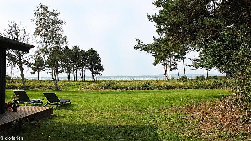 Entzückendes kleines Ferienhaus in erster Reihe zum Strand mit Meerblick, holiday rental in Foelle Strand