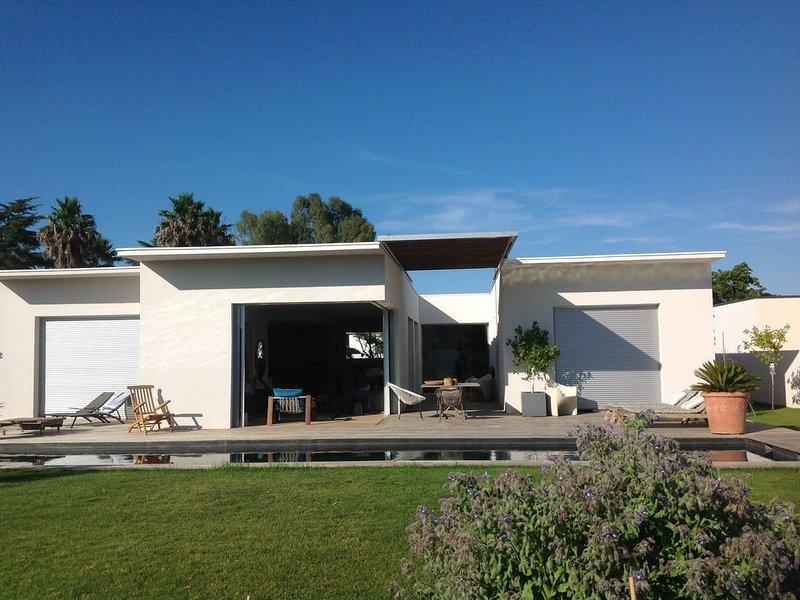 maison architecte plein pied 170 m2 avec terrasse de 120 m2 et jardin de 400 m2, vacation rental in Vendargues
