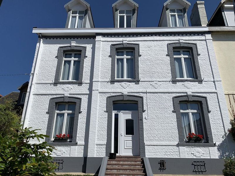 LOCATION BERCK-PLAGE GRANDE MAISON DE VILLE DE 7 CHAMBRES, casa vacanza a Rang-du-Fliers