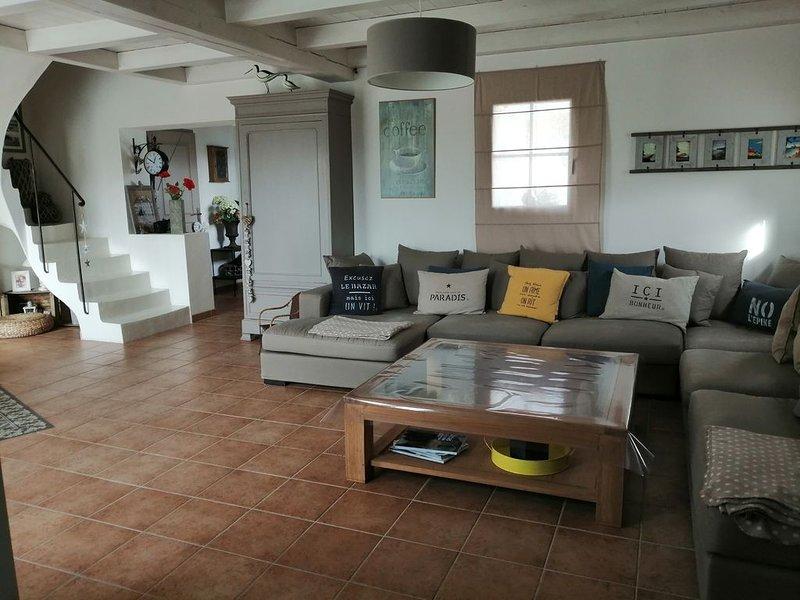 Maison tout confort, préau et jardin clos proche de la mer et du centre ville, holiday rental in L'Epine