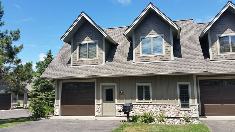 Interlachen Town Home-Gull Lake- Brainerd - Nisswa, Minnesota, holiday rental in Brainerd