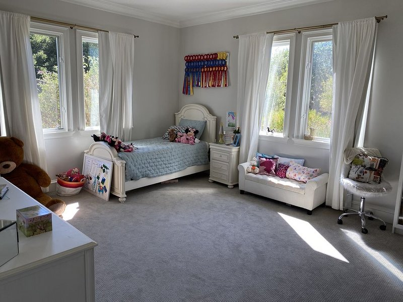 Gated Carmel Valley Estate with Sunshine and Sweeping Valley Views, alquiler de vacaciones en Carmel Valley