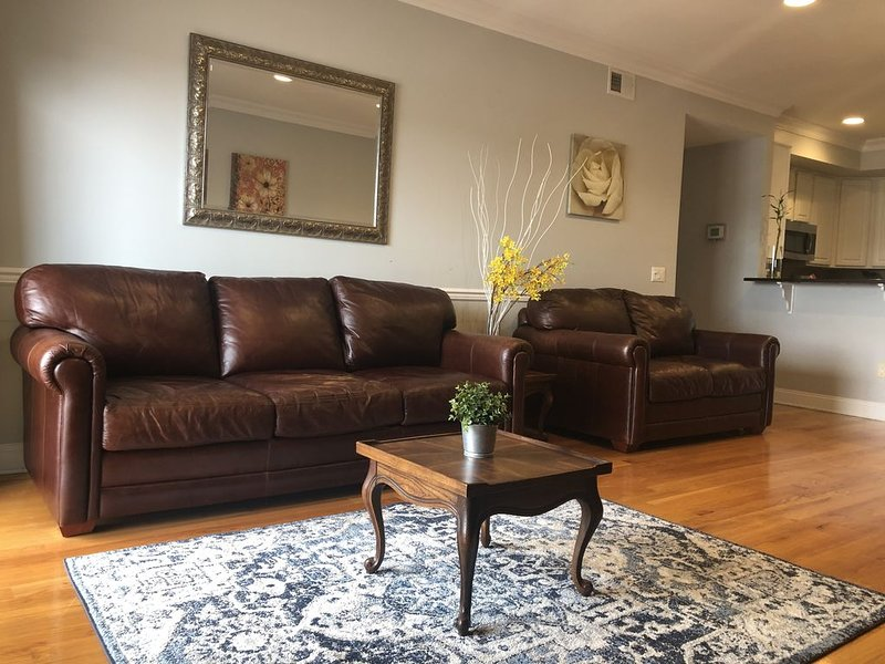 LUXURIOUS ENTIRE APARTMENT 20 MINUTES TO MANHATTAN, PRUDENTIAL CENTER 5 MINUTES, casa vacanza a Linden