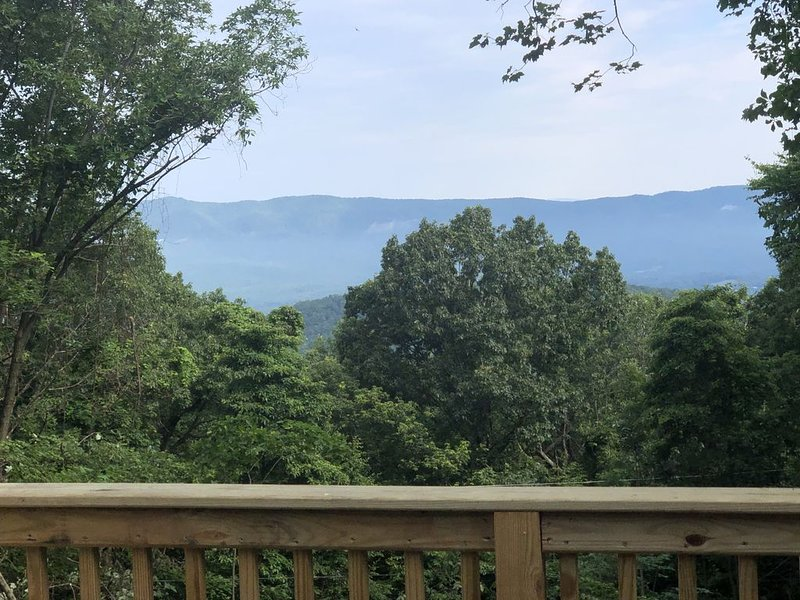 AMAZING Mountain Views, holiday rental in Bentonville