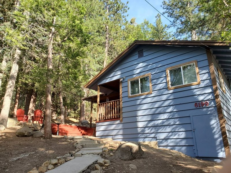 Peaceful Cabin near Forest Falls and Big Bear, holiday rental in Yucaipa