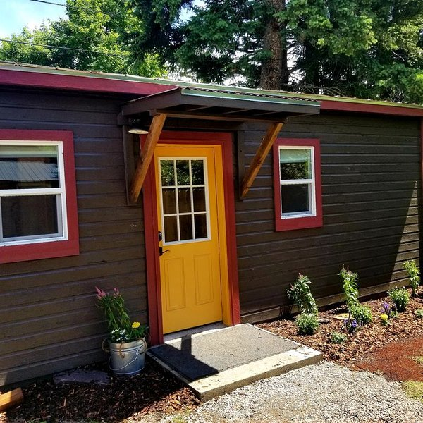 Bergie's Bunkhouse 1Bdrm  near Glacier Park & Whitefish, holiday rental in Columbia Falls