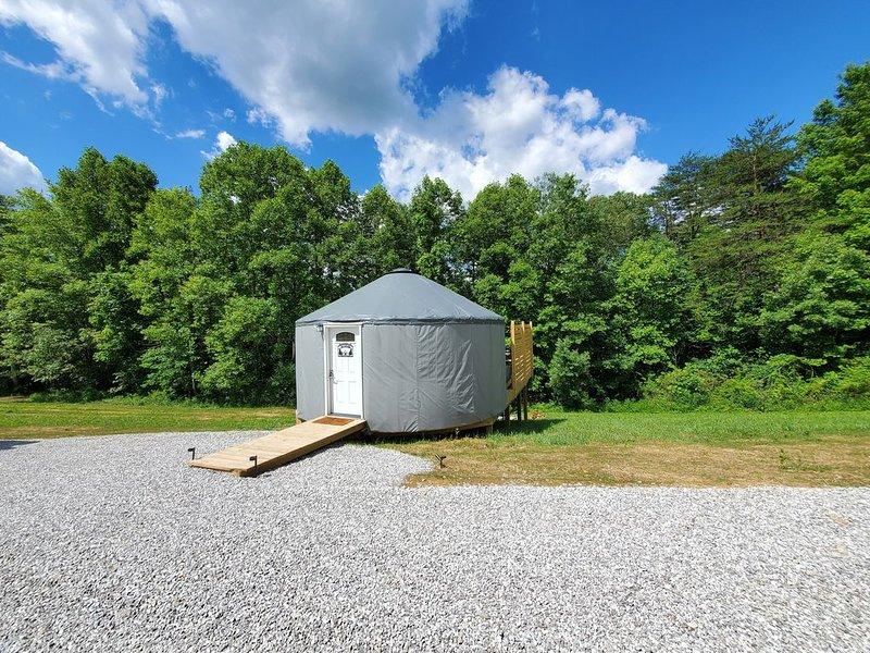 The Cardinal 20ft Yurt, holiday rental in Sugar Grove