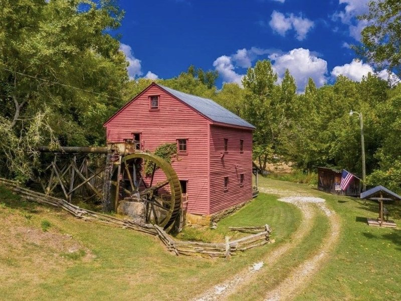 1798 Grist Mill & The Cabin on Dumplin Creek, holiday rental in Dandridge