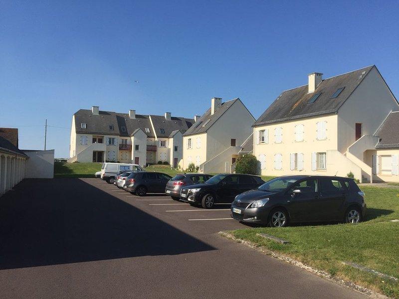 Appartement vue sur mer à 30 mètres de la plage, aluguéis de temporada em Calvados