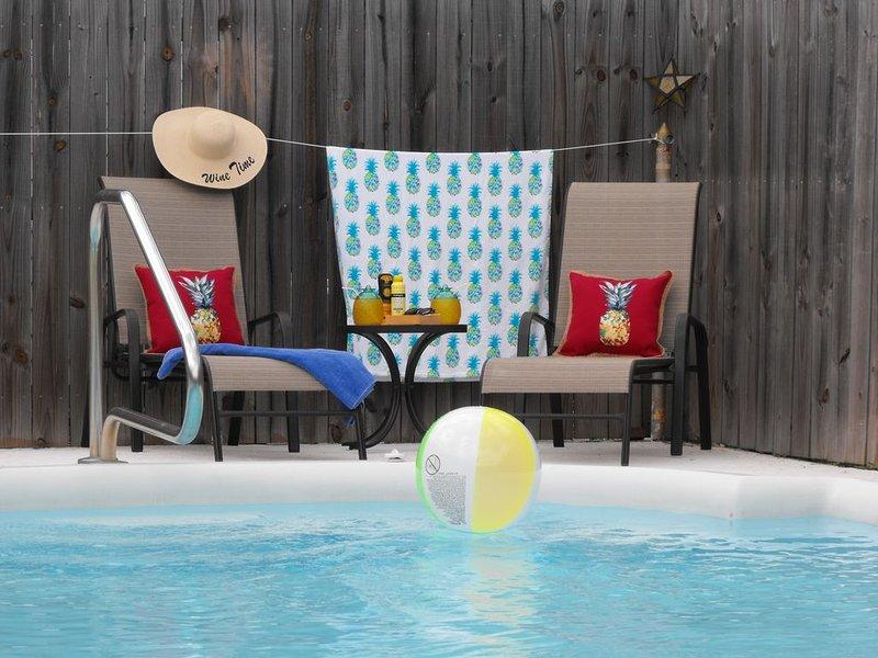 Vero Beach solar heated pool home. Private. 5 miles to South Beach!, casa vacanza a Vero Beach