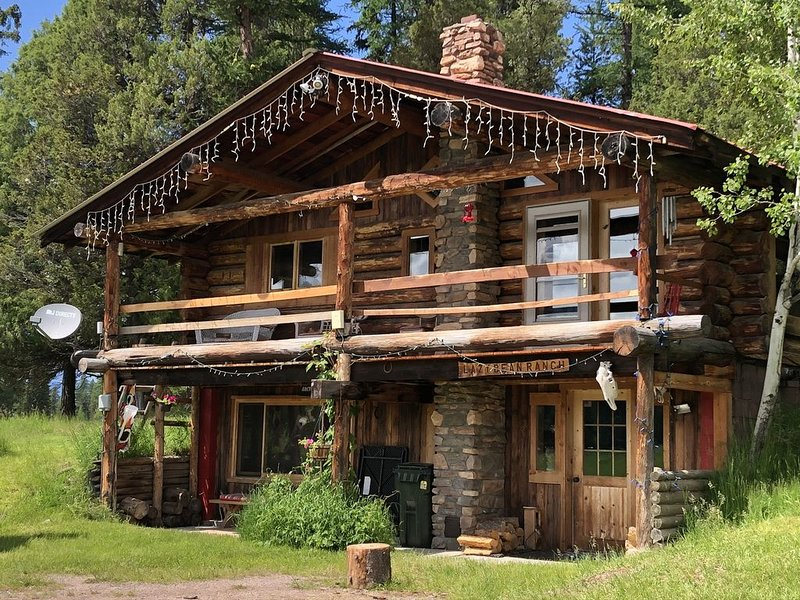 Lazy Bean ~ Private Cabin Neighboring Bob Marshall Wilderness, alquiler de vacaciones en Condon