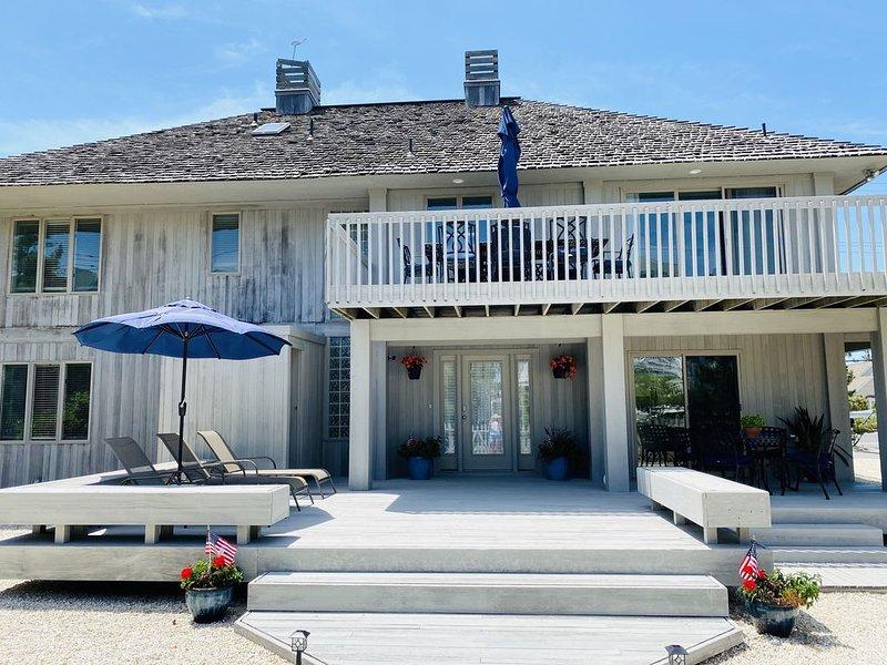 Beach Getaway (private beach with lifeguard), casa vacanza a Osbornsville