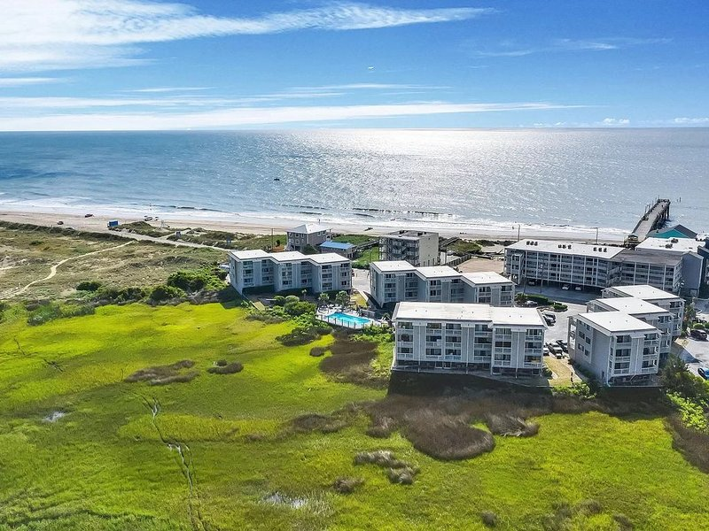 Beautiful Views of the Sunrise, Sunset & Everything in Between, holiday rental in Myrtle Grove
