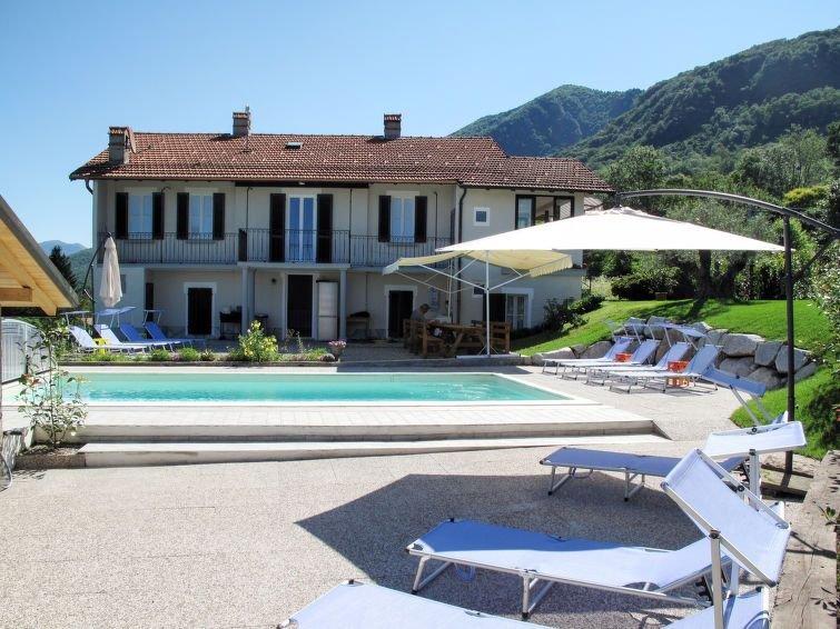 Ferienhaus Graziella in Castelveccana - 14 Personen, 7 Schlafzimmer, vacation rental in Porto Valtravaglia