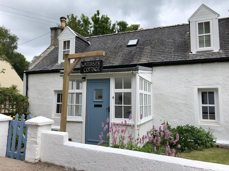 Charming Riverside Cottage in the heart of Speyside, casa vacanza a Auchnastank