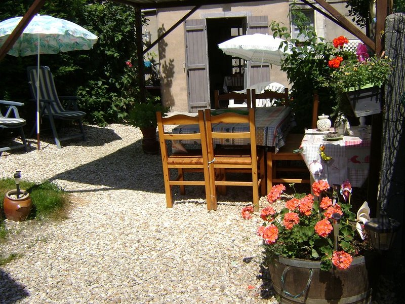 A Palluau-sur-Indre, between Berry and Touraine 30 minutes from Beauval ZooParc, holiday rental in Argy