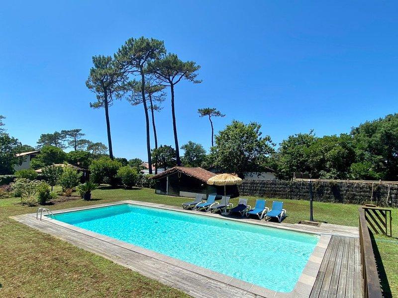 Villa Valhalla Labenne - 400 métrés de la plage avec grand piscine et sauna !, location de vacances à Labenne