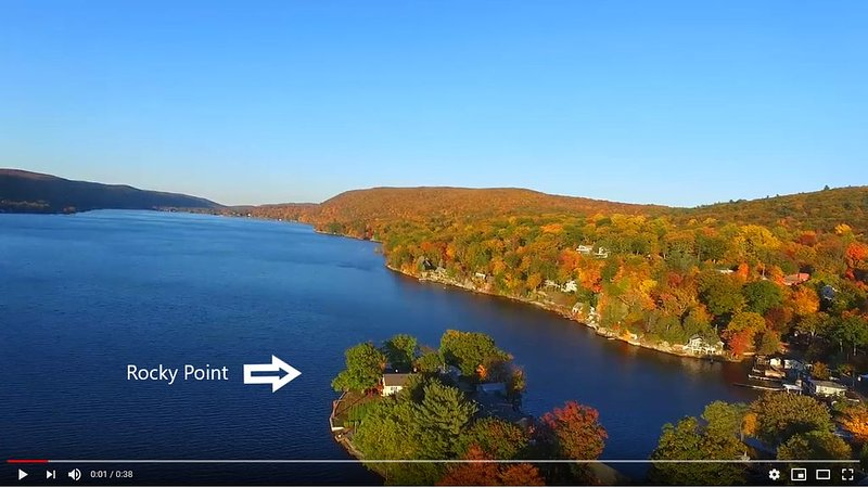 Rocky Point- Aboslutely the BEST Location on Greenwood Lake! 1 hour from NYC., alquiler de vacaciones en Warwick
