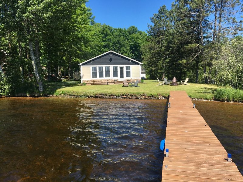 Private, Renovated Lakefront Cottage, Lake Namakagon, Chequamegon Nat. Forest, holiday rental in Cable