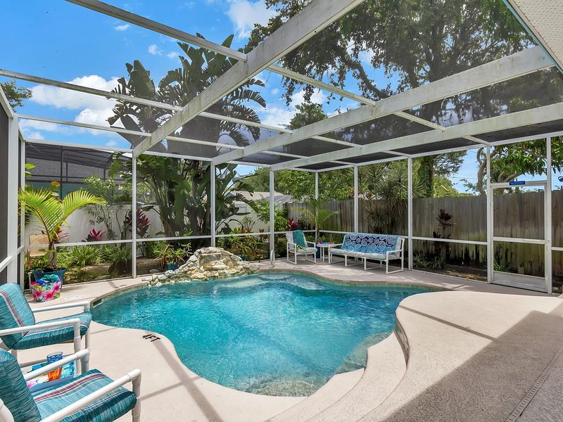 Relaxing Beach House - Heated Pool - Walk to the Beach!, Ferienwohnung in Cape Canaveral