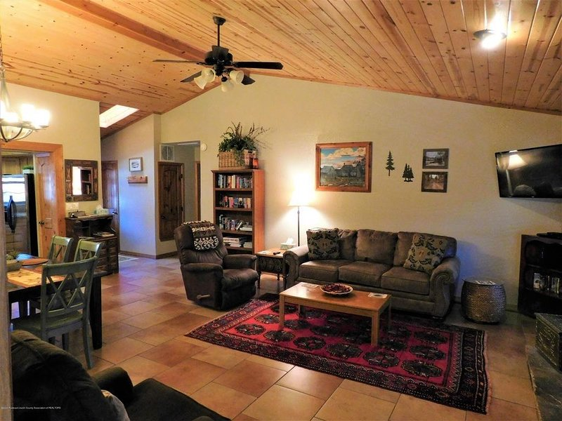 Rendezvous Cabin, beautiful updated cabin, sleeps 8, vacation rental in Ruidoso