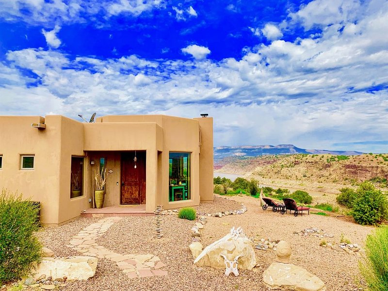 Plan Your Summer Escape! Luxury 22 Acre Lakefront Home! Views, WIFI, A/C, Hot Tu, holiday rental in Abiquiu