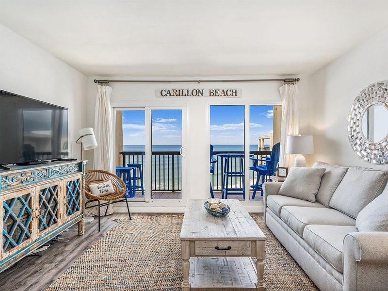 NEW Beachfront LUXURY in low rise at Pinnacle Port on a Quiet Beach, holiday rental in Carillon Beach