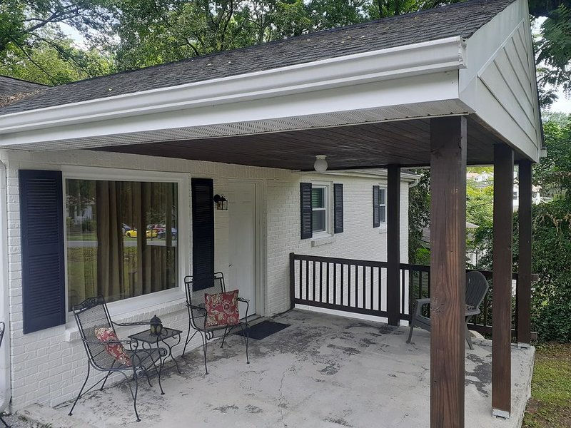 East Nashville Ranch less than 10 minutes from downtown and the Grand Ole Opry, vacation rental in Nashville