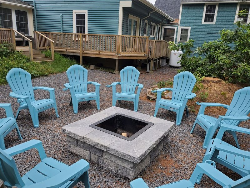 Charming Kennebunk Cape - Walk to Dock Square!, holiday rental in Kennebunk